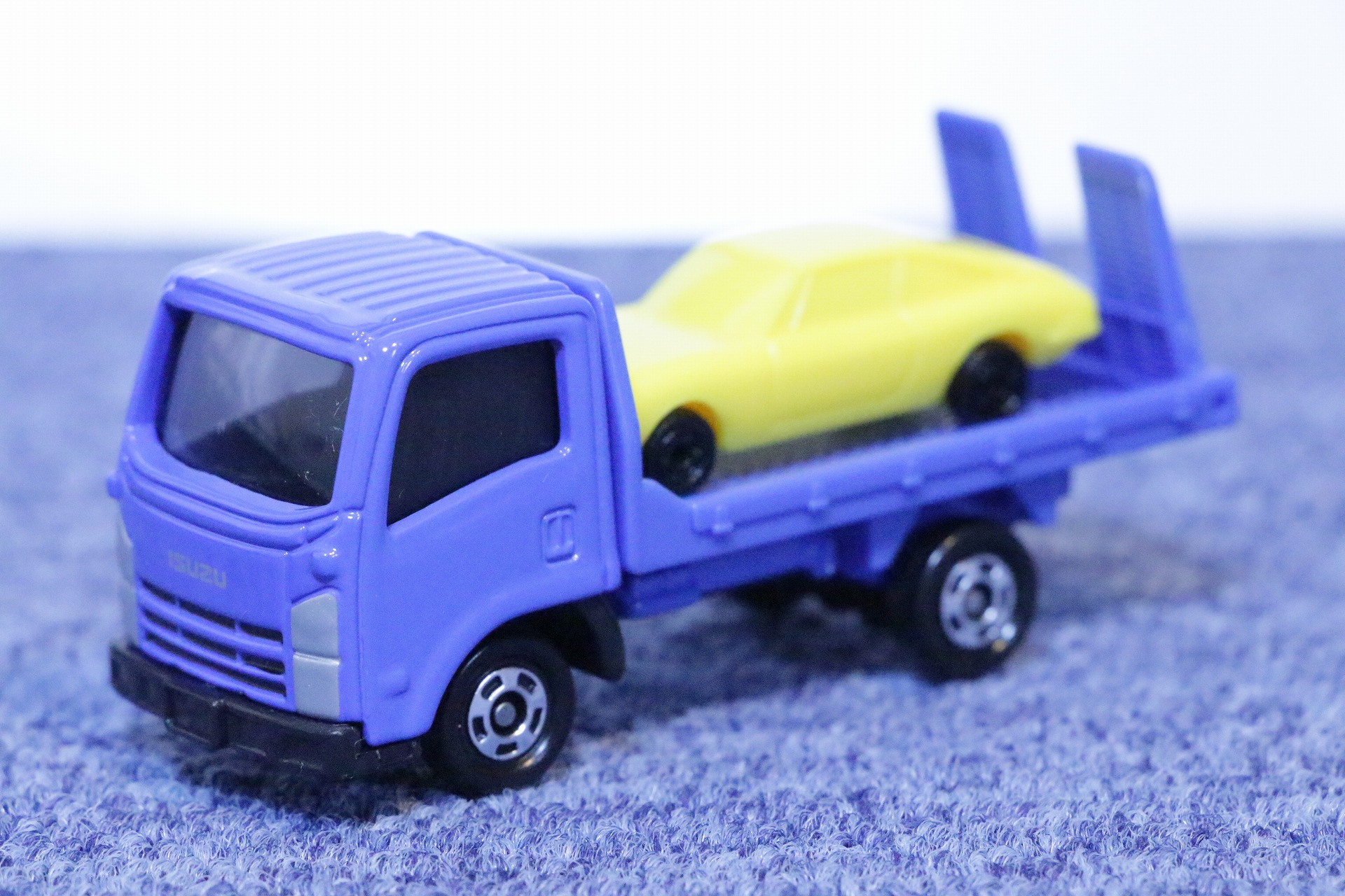 No.60 いすゞ エルフ 車両運搬車