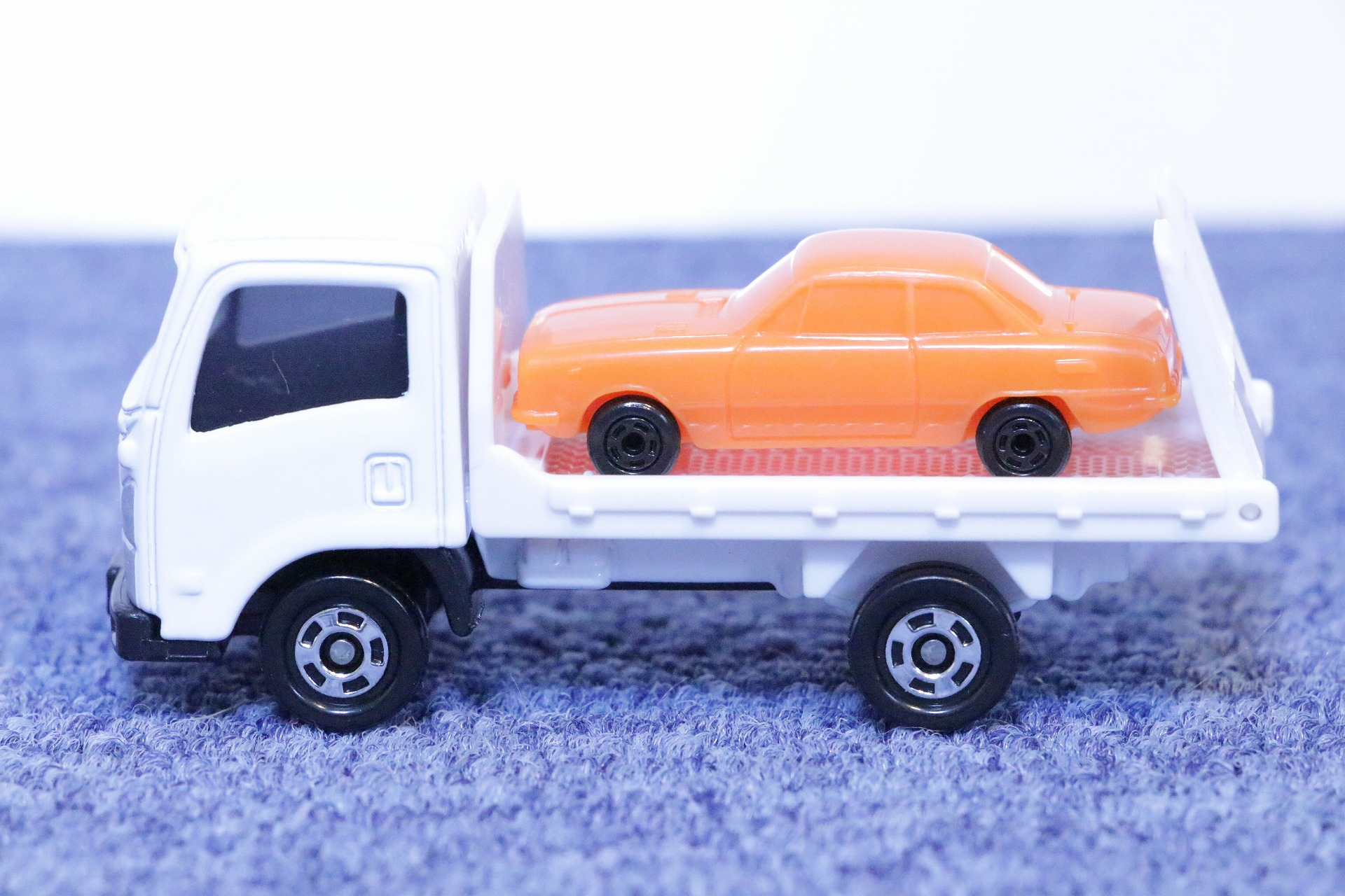 No.60 いすゞ エルフ 車両運搬車 初回特別仕様